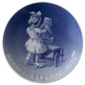1935 Royal Copenhagen, Child Welfare Day plate