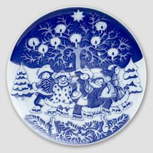 2001 Royal Copenhagen The Childrens Christmas plate | Year 2001 | No. RBX2001 | Alt. 1903501 | DPH Trading