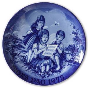 1975 Royal Heidelberg Mother's Day plate, Singing children