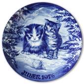 1976 Royal Heidelberg Christmas plate, Cat