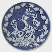 1975 Royal Copenhagen Mother's Day plate, Bird in Nest