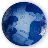 1982 Royal Copenhagen Mother's Day plate, Motherhood