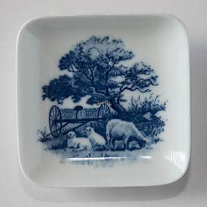 Bowl with sheep with lamb, Royal Copenhagen