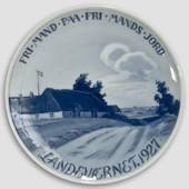 1927 Royal Copenhagen Memorial plate, FRI MAND PAA FRI MANDS JORD - LANDEVÆ...