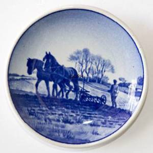 Royal Copenhagen Plaquette no. 76, The Farmer | No. RNR76-2010 | Alt. 1076702 | DPH Trading