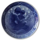 Children by the Christmas tree 1931, Royal Copenhagen Christmas plate