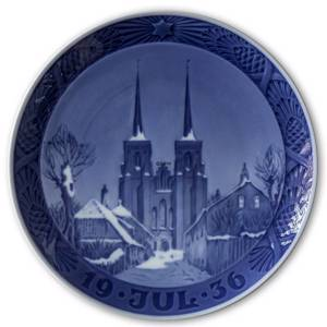 The cathedral in Roskilde 1936, Royal Copenhagen Christmas plate | Year 1936 | No. RX1936 | Alt. 1901036 | DPH Trading