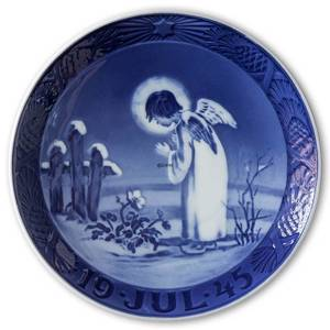 Angel and Christmas Rose, 1945 Royal Copenhagen Christmas plate | Year 1945 | No. RX1945 | Alt. 1901045 | DPH Trading