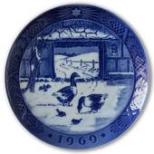 Geese in snowcovered courtyard 1969, Royal Copenhagen Christmas plate
