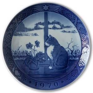 Cat and Christmas Rose 1970, Royal Copenhagen Christmas plate | Year 1970 | No. RX1970 | Alt. 1901070 | DPH Trading