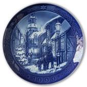 Lighting the Street Lamps 1996, Royal Copenhagen Christmas plate