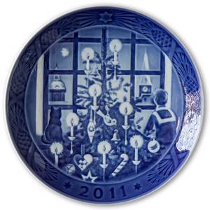 Waiting for Santa Claus 2011, Royal Copenhagen Christmas plate | Year 2011 | No. RX2011 | Alt. 1901111 | DPH Trading
