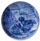 Berlin Design mother's day plate 1981 Dachhound Family (Engelsk Text)