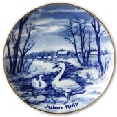 1987 Wallendorf Christmas plate, Swans