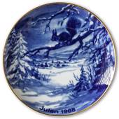 1988 Wallendorf Christmas plate, Squirrel