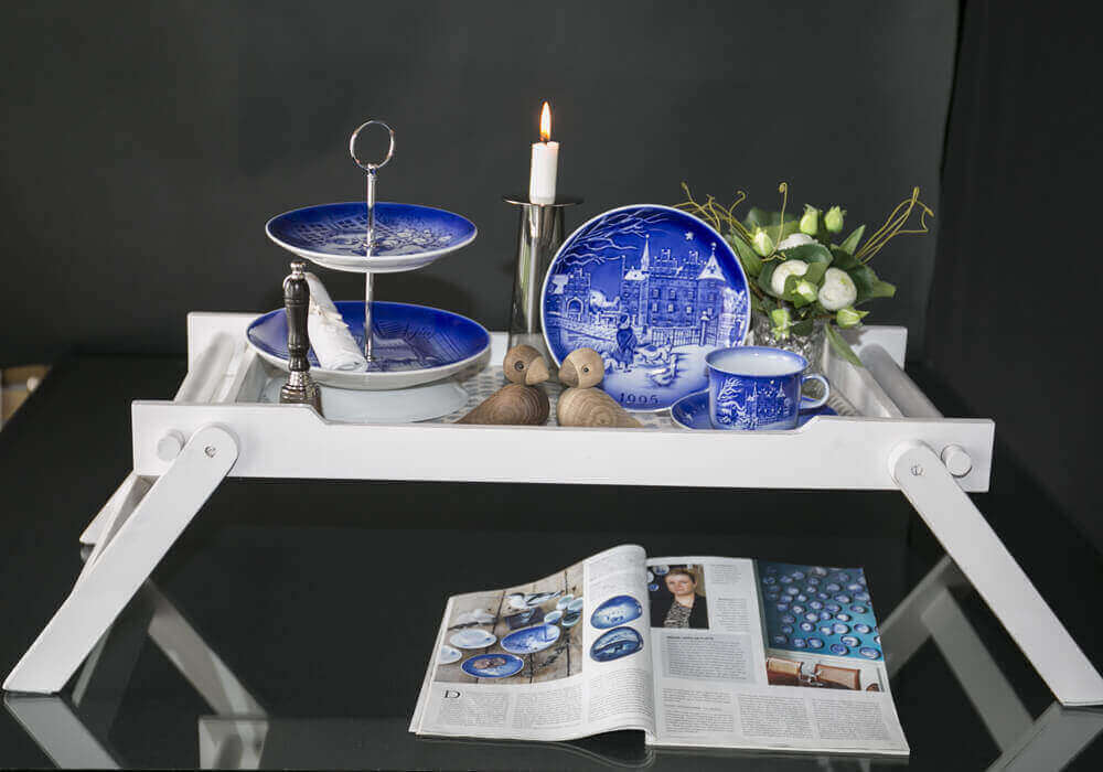Serving tray with folding legs, decorated with HC andersen Danish Blue plates and annual cup