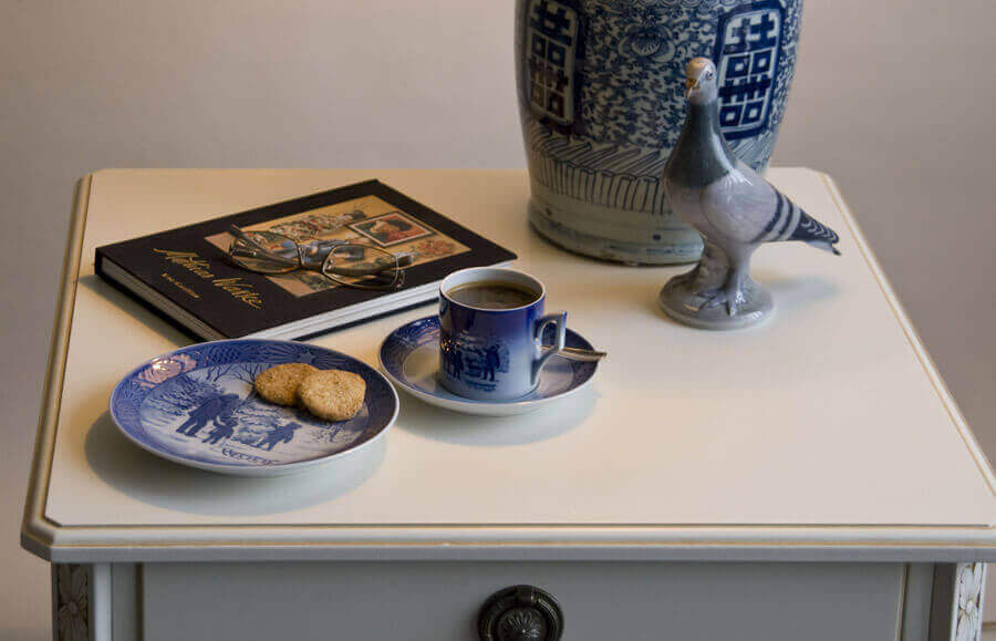 Christmas Cups and Saucers Royal Copenhagen & Royal Copenhagen old blue Christmas cups and saucers ON SALE. Buy ...