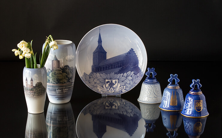 Royal Copenhagen church plates with motifs of churches and cathedrals. Here the catedral of Odense.