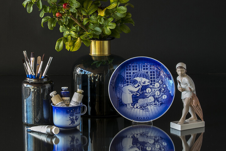 Desiree Christmas plates with Hans Christian Andersen motifs