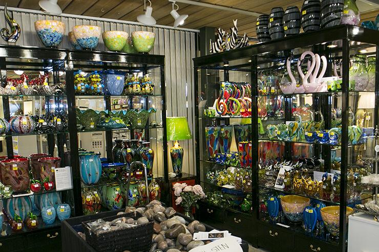 Mundgeblasende Glaskunst Figuren, Schüsseln und Vasen in vielen Farben