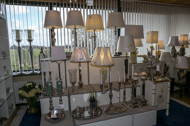Classical tablelamps in metal