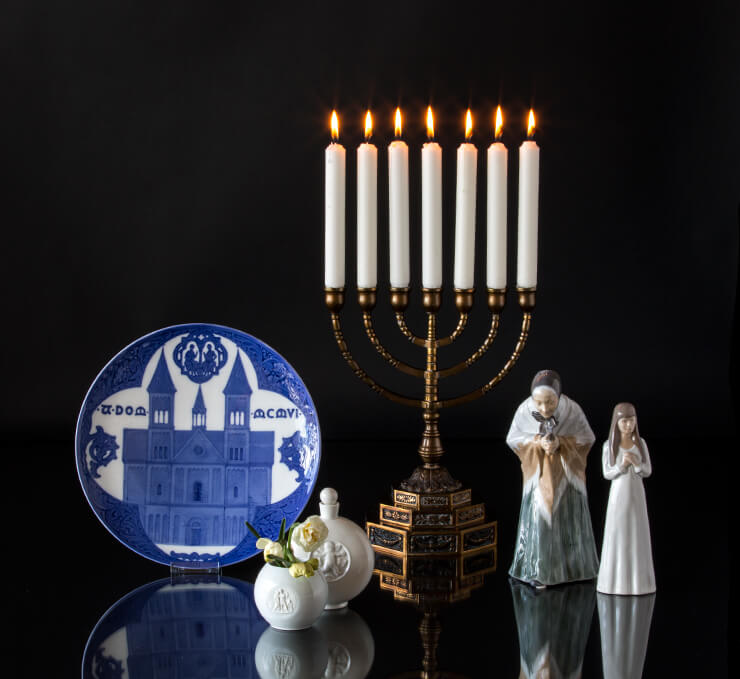 Memorial plate with church together with candelabra and figurine of Lucia and churchgoer