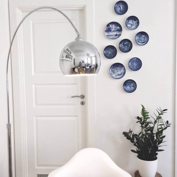 Wall decoration with plates by the door