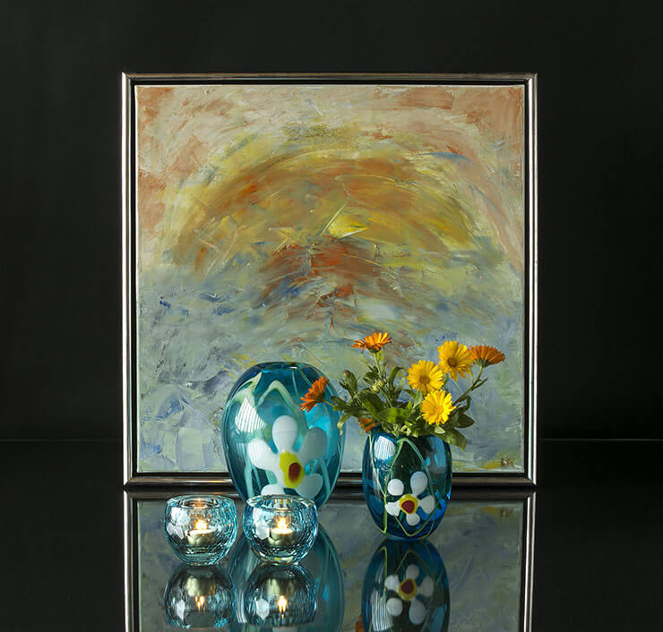 Glass vases with flowers and teelightholders