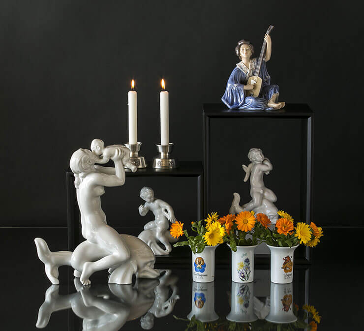 Zodiac vases with flowers and Royal White figurines