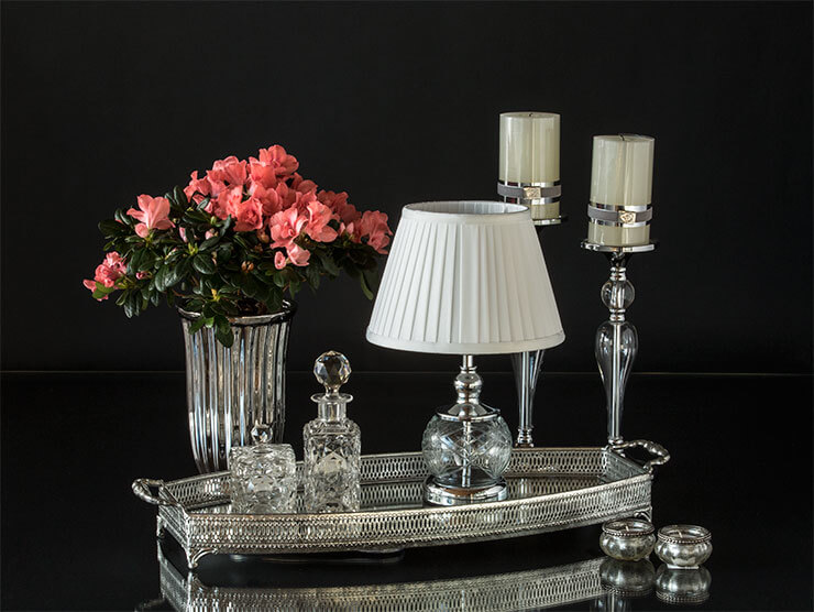 Classic glas table lamp on mirror tray