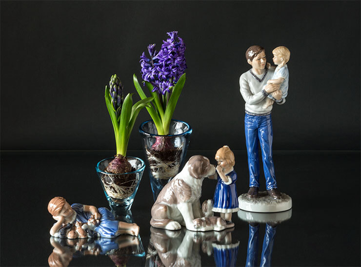 Royal Copenhagen figurine father with daughter and children with dog and kittens
