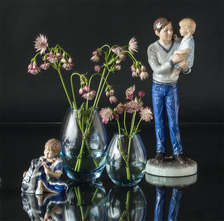 Royal Copenhagen barn med kanin og far med datter samt Holmegaard Hellas vaser